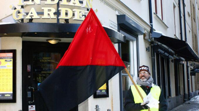 En arbetare fick inte rätt lön på Indian garden. En facklig blockad hölls i solidaritet med arbetaren.