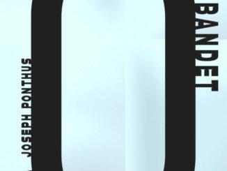 """En svart ring som påminner om ett """"löpande band"""" mot ljusblå bakgrund"""