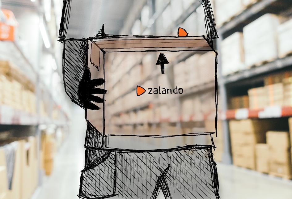 Lagerarbetare håller i en kartong som det står Zalando på